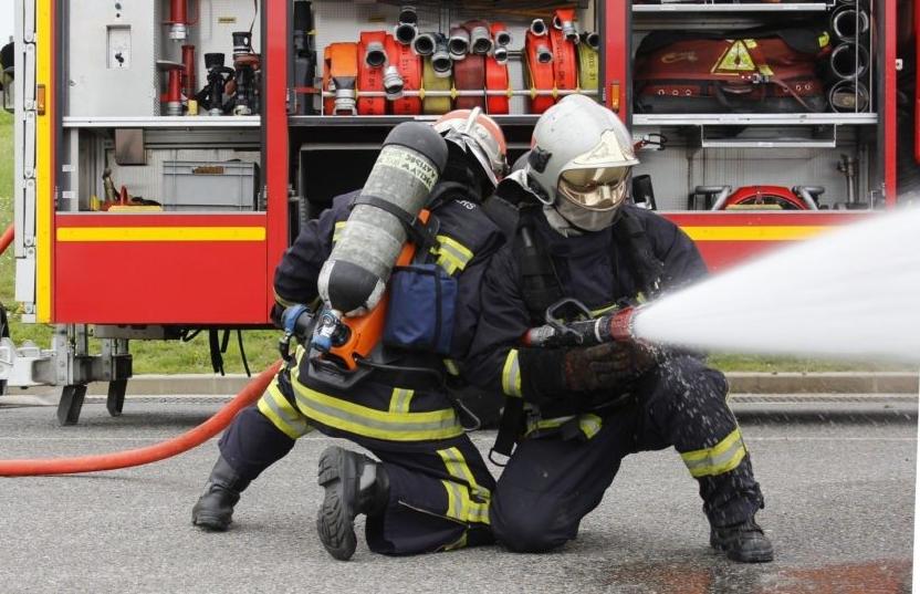 PompiersLanceIncendie.png